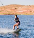 Chica joven wakeboarding en el lago Powell 03 Fotos de archivo