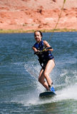 Chica joven wakeboarding en el lago Powell 04 Imagenes de archivo