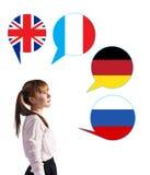 Chica joven y burbujas con las banderas de países Imagenes de archivo