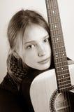 Chica joven y la suya guitarra Fotos de archivo libres de regalías