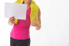 Chica joven y muchacho en un fondo ligero imágenes de archivo libres de regalías
