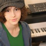 Chica joven y teclado Imagen de archivo libre de regalías