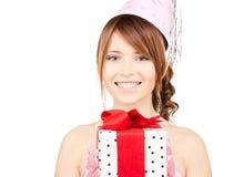 Chica marchosa con la caja de regalo Fotografía de archivo libre de regalías