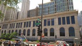 Chicago-Bibliotheks-Gebäude an Michigan-Allee - CHICAGO VEREINIGTE STAATEN - 11. JUNI 2019 stock footage