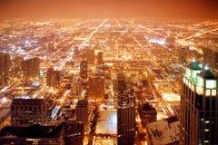 De stad van Chicago bij nacht Stock Fotografie