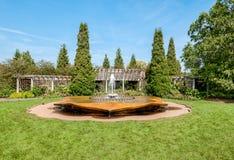 Chicago botanisk trädgård, Rose Petal Fountain i rosträdgårdområdet, USA arkivfoton