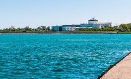 Shedd Aquarium, Chicago. Shedd Aquarium with Lake Michigan in the foreground Royalty Free Stock Photos