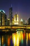 Chicago céntrica con el hotel internacional y la torre del triunfo en ji Fotografía de archivo