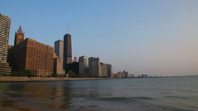 Chicago céntrica con John Hancock Center almacen de metraje de vídeo