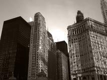Chicago céntrica en el río Chicago blanco y negro fotos de archivo libres de regalías