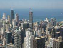 Chicago céntrica en la noche en blanco y negro Fotos de archivo libres de regalías