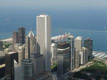 Chicago céntrica en la noche en blanco y negro Imágenes de archivo libres de regalías
