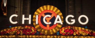 Chicago céntrica encendida para arriba en la noche Fotografía de archivo libre de regalías