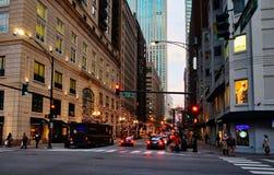 Chicago central en la noche, Illinios, los E.E.U.U. fotos de archivo