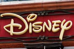 Chicago - cerca do maio de 2018: Disney armazena o lugar varejo da alameda Disney armazena é o local oficial para a compra de Dis fotos de stock royalty free