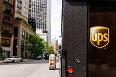 Chicago - circa im Mai 2018: United Parcel Service-Lieferwagen UPS ist das Welt-` s Largest Package Delivery Company I stockfotografie