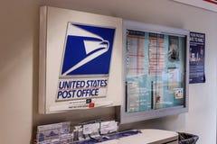 Chicago - Circa Maj 2018: USPS-stolpe - kontorsläge USPSEN är ansvarig för att ge postleverans II royaltyfria foton