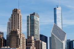 Chicago - circa mayo de 2018: Horizonte céntrico de Windy City del lago Michigan en un día soleado Chicago es casera al Cubs IV fotos de archivo libres de regalías