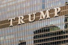 Chicago - circa mayo de 2018: Hotel internacional y torre Chicago del triunfo Nombrado para U actual S presidente Donald Trump I fotografía de archivo