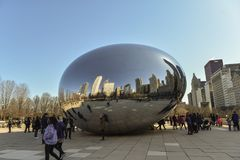 Chicago City. Chicago, Il, USA - march 22, 2018:  reflecting the buildings on the Cloud Gate statue in Millenium Park, central city, with some tourist walking Stock Photos