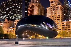 Chicago& x27;a Cloud Gate. Also known as & x22;The Bean,& x22; Chicago& x27;s Cloud Gate shines at night Stock Images