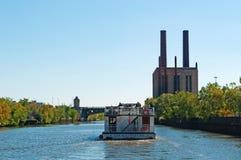 Chicago : croisière de canal sur le bateau juste de Madame de la rivière Chicago et de Chicago le 22 septembre 2014 image libre de droits