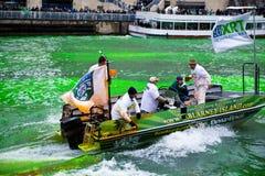 Tingidura do Chicago River imagens de stock royalty free