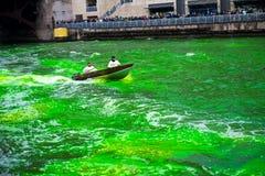 Tingidura do Chicago River imagens de stock