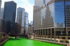 Chicago, de V.S. - 11 Maart, 2017: De groene Rivier van Chicago, Heilige Patric Stock Fotografie