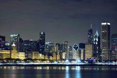 Chicago del centro alla notte immagini stock