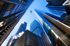 Chicago die omhoog eruit zien Stock Afbeeldingen