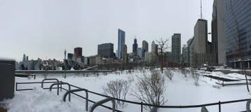 Chicago dopo la tempesta della neve, inverno nella città fotografie stock
