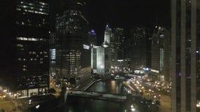Chicago du centre la nuit banque de vidéos