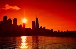 Chicago en el horizonte de la puesta del sol, los E.E.U.U. Imagenes de archivo