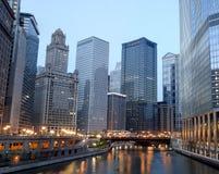 Chicago en la madrugada imagenes de archivo