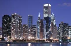 Chicago en la noche imagen de archivo libre de regalías