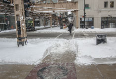 CHICAGO - FEBRUARI 2, 2011: Morgonen, efter mer än 20 tum av snö har avverkat den stora Chicago häftiga snöstormen av 2011 Royaltyfri Foto