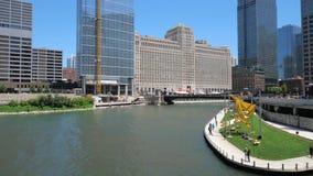 Chicago-Fluss an einem sonnigen Tag stock footage