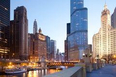 Chicago-Fluss nachts Stockfotos