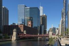 Chicago-Flussufer modern und Weinlesearchitektur Stockbild