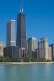 Chicago horisont från Milton Lee Olive Park Arkivfoto