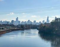 Chicago horisont och flod Royaltyfria Foton