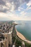 Chicago horisont och Lake Michigan från över Arkivbilder