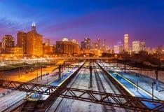 Chicago horisont på aftonen, USA Royaltyfri Bild