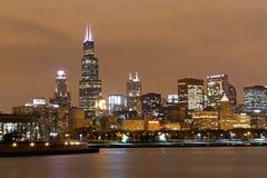 Chicago horisont på natten Royaltyfri Fotografi