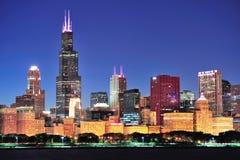 Chicago horisont på skymningen Fotografering för Bildbyråer