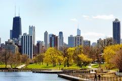 Chicago horisont som beskådas från Lincoln Park Arkivfoton