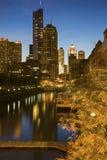 chicago i city nya gammala skyskrapor Arkivfoto