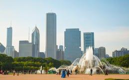 Chicago i stadens centrum cityscape med den Buckingham springbrunnen på Grant Par Royaltyfri Foto