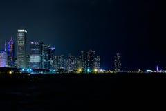 Chicago i stadens centrum horisontlakefront på natten Royaltyfri Bild
